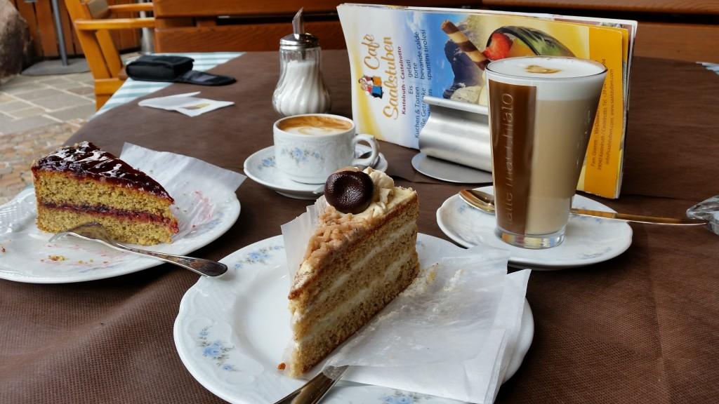 Maronen- und Preiselbeerkuchen im Café Saalstuben